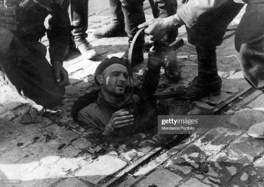 Polish Rebel Captured By The Germans : News Photo