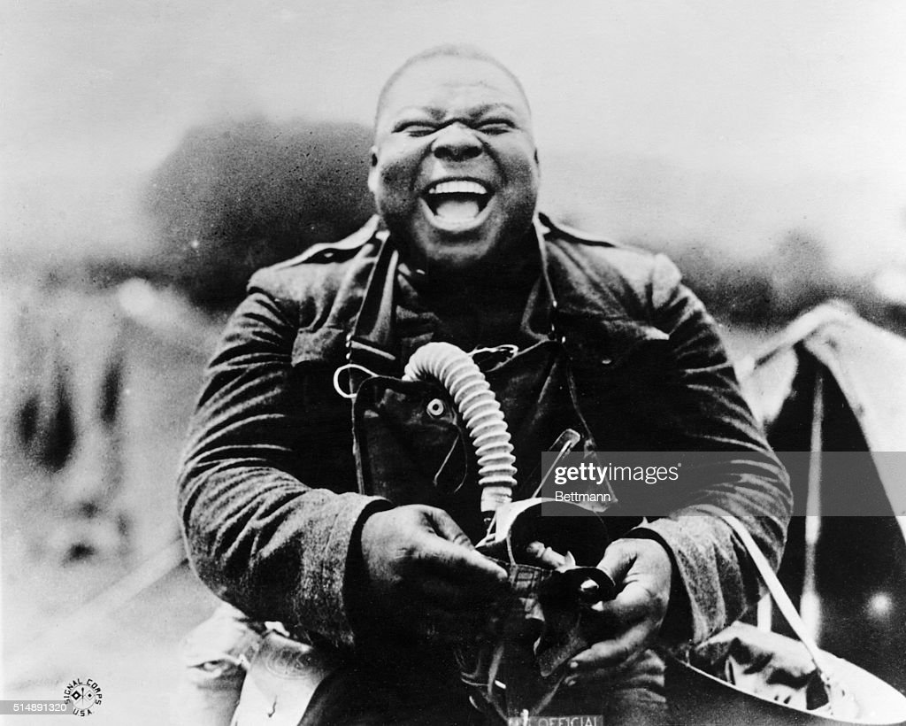 Soldier Laughing During Drill : Photo d'actualité