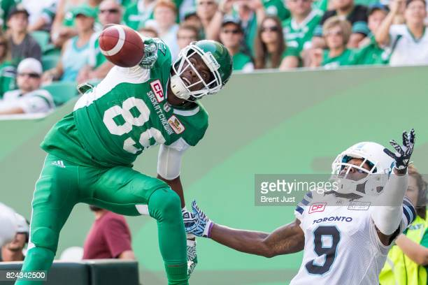 Duron Carter of the Saskatchewan Roughriders makes a great one handed catch over Akwasi Owusu-Ansah of the Toronto Argonauts for a late first half...