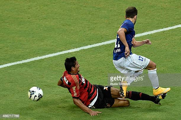Durval of Sport Recife struggles for the ball with Everton Ribeiro of Cruzeiro during a match between Sport Recife and Cruzeiro as part of...