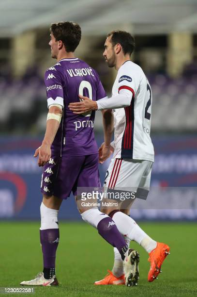 Dusab Vlahovic of ACF Fiorentina and Diego godin of Cagliari Calcio during the Serie A match between ACF Fiorentina and Cagliari Calcio at Stadio...