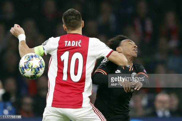 Dusan Tadic of Ajax Willian of Chelsea FC during the UEFA Champions League group H match between Ajax Amsterdam and Chelsea FC at the Johan Cruijff...