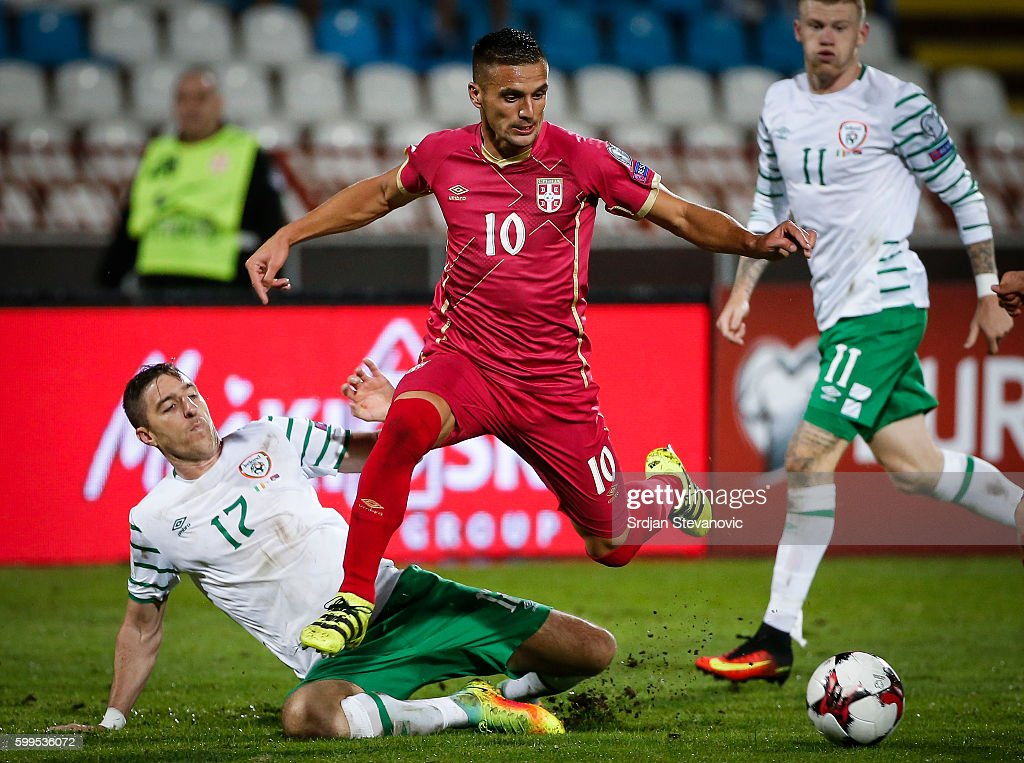 Dusan Tadic (R) of Serbia in action against Stephen Ward (L) of Ireland during the FIFA 2018 World Cup Qualifier between Serbia and Ireland at stadium Rajko Mitic on September 5, 2016 in Belgrade.