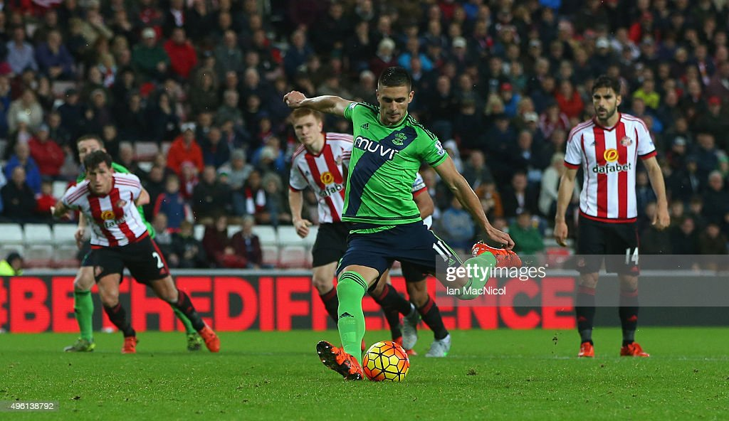 Dusan Tadic of Southampton scores from the penalty spot during the Barclays Premier League match between Sunderland and Southampton at Stadium of Light on November 7, 2015 in Sunderland, England.