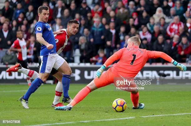 Dusan Tadic of Southampton scores the first Southampton goal past Jordan Pickford of Everton and Leighton Baines of Everton during the Premier League...