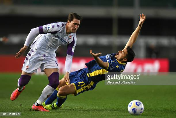 Dusan Vlahovic of ACF Fiorentina and Koray Guenter of Hellas Verona F.C. Battle for the ball during the Serie A match between Hellas Verona FC and...