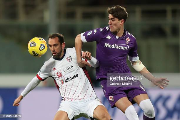 Dusan Vlahovic of ACF Fiorentina battles for the ball with Diego Godin of Cagliari Calcio during the Serie A match between ACF Fiorentina and...