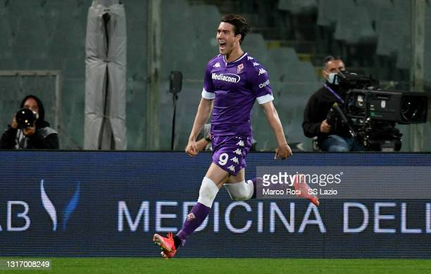Dusan Vlahovic of ACF Fiorentina celebrates a second goal during the Serie A match between ACF Fiorentina and SS Lazio at Stadio Artemio Franchi on...