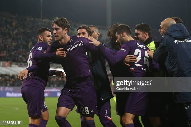 Dusan Vlahovic of ACF Fiorentina celebrates after scoring a goal during the Serie A match between ACF Fiorentina and FC Internazionale at Stadio...
