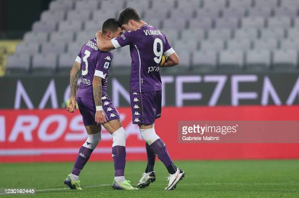 Dusan Vlahovic of ACF Fiorentina celebrates after scoring a goal during the Serie A match between ACF Fiorentina and US Sassuolo at Stadio Artemio...