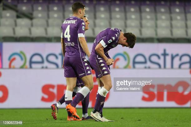 Dusan Vlahovic of ACF Fiorentina celebrates after scoring a goal during the Serie A match between ACF Fiorentina and Cagliari Calcio at Stadio...