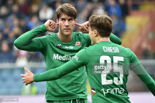 Dusan Vlahovic of ACF Fiorentina celebrates after scoring a penalty to bring the score to 0-2 during the Serie A match between UC Sampdoria and ACF...