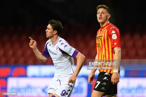 Dusan Vlahovic of ACF Fiorentina celebrates after scoring his team's second goal during the Serie A match between Benevento Calcio and ACF Fiorentina...