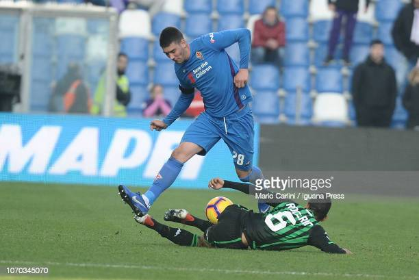 Dusan Vlahovic of ACF Fiorentina in action during the Serie A match between US Sassuolo and ACF Fiorentina at Mapei Stadium Citta' del Tricolore on...
