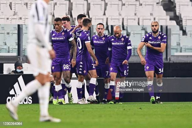 Dusan Vlahovic of Fiorentina celebrates 0-1 with Igor of Fiorentina, Sofyan Amrabat of Fiorentina, Franck Ribery of Fiorentina, Borja Valero of...