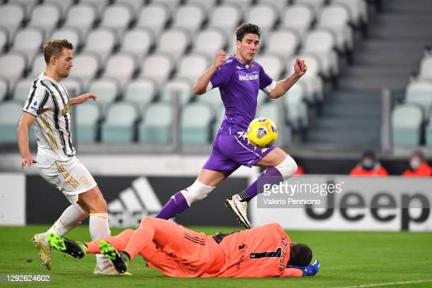 Dusan Vlahovic of Fiorentina scores their sides first goal past Wojciech Szczesny of Juventus during the Serie A match between Juventus and ACF...