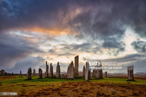 dusk at callanish stones isle of lewis outer hebrides scotland - religious equipment stock pictures, royalty-free photos & images
