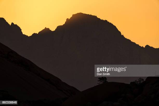 dusk at spitzkoppe - don smith ストックフォトと画像