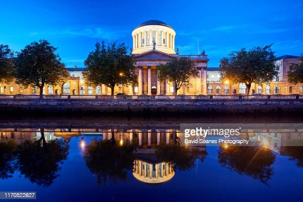 dusk at the four courts in dublin city, ireland - david soanes stock pictures, royalty-free photos & images