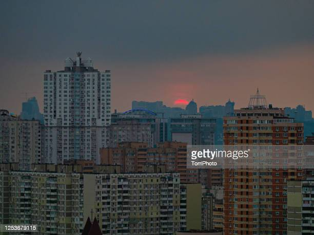 dusk cityscape with the sun sets over the horizon - kiev stock pictures, royalty-free photos & images