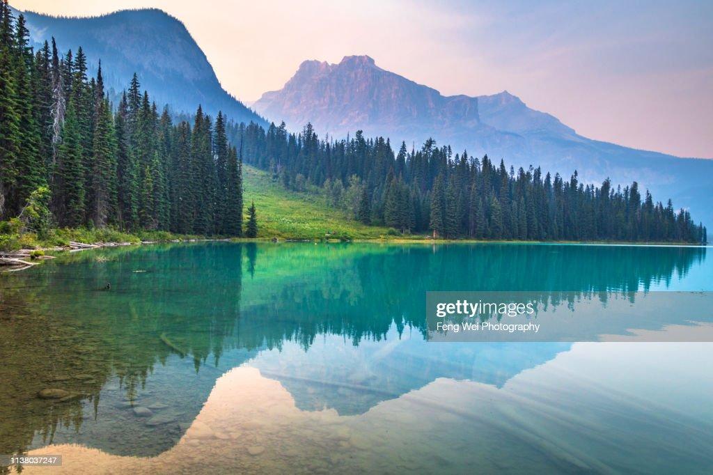 Dusk @ Emerald Lake, Yoho National Park, British Columbia, Canada : Foto stock