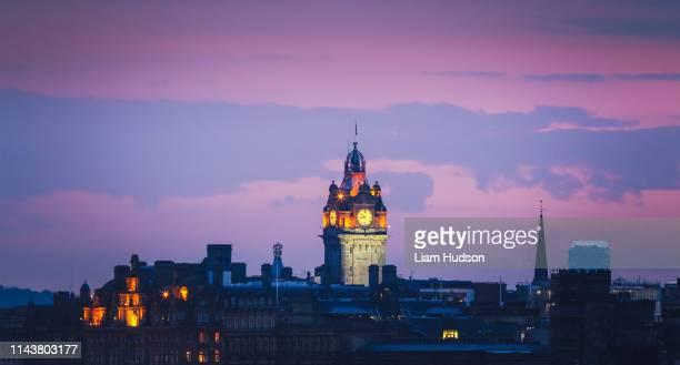 dusk in edinburgh - edinburgh stock pictures, royalty-free photos & images