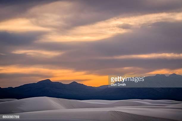 dusk light and large dunes - don smith ストックフォトと画像