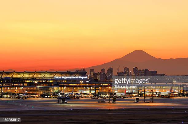 dusk of haneda airport - haneda tokyo stock photos and pictures