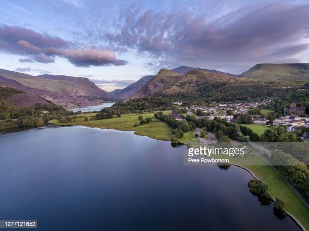 dusk over llanberis - wales stock pictures, royalty-free photos & images