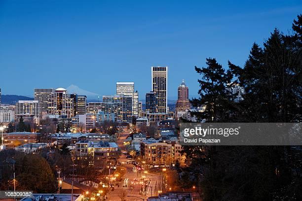 dusk shot of portland, or skyline - portland oregon stock pictures, royalty-free photos & images