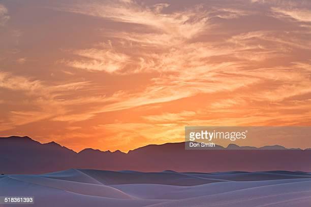 dusk sky over dunes - don smith imagens e fotografias de stock