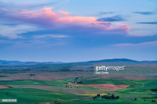 dusk sky over palouse - don smith imagens e fotografias de stock