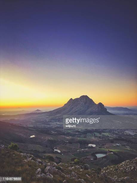 dusk view over the banghoek valley paarl and simonsberg - south africa stock pictures, royalty-free photos & images