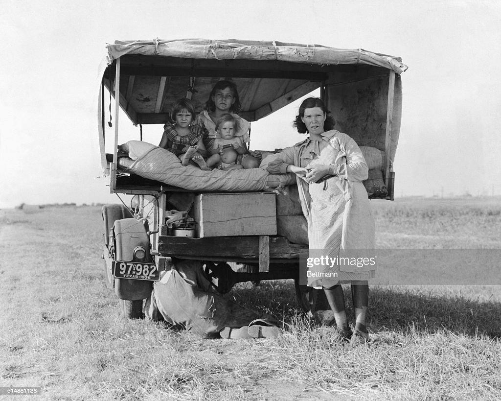 Dust Bowl Refugee Family; Truck : News Photo