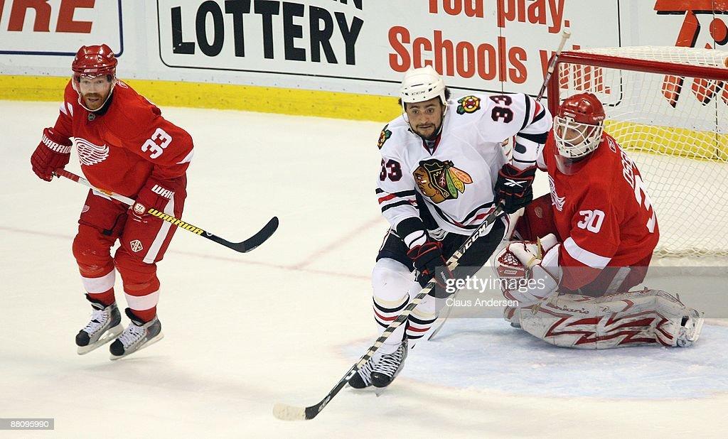 Chicago Blackhawks v Detroit Red Wings, Game Two : News Photo