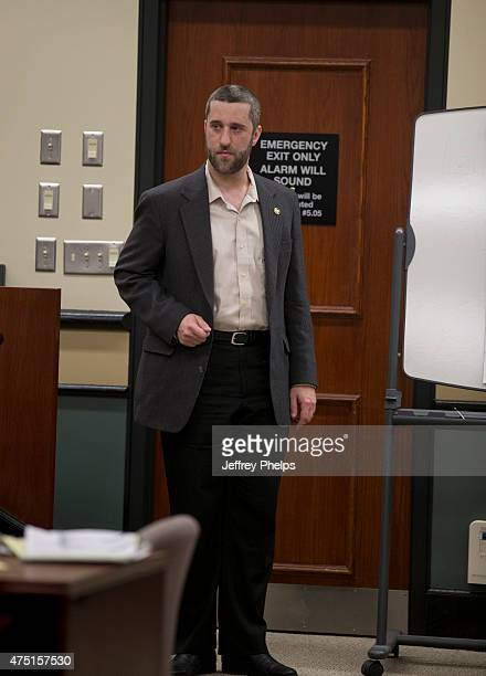 Dustin Diamond testifies how he held a knife to his side in the courtroom during his trial in the Ozaukee County Courthouse May 29 2015 in Port...
