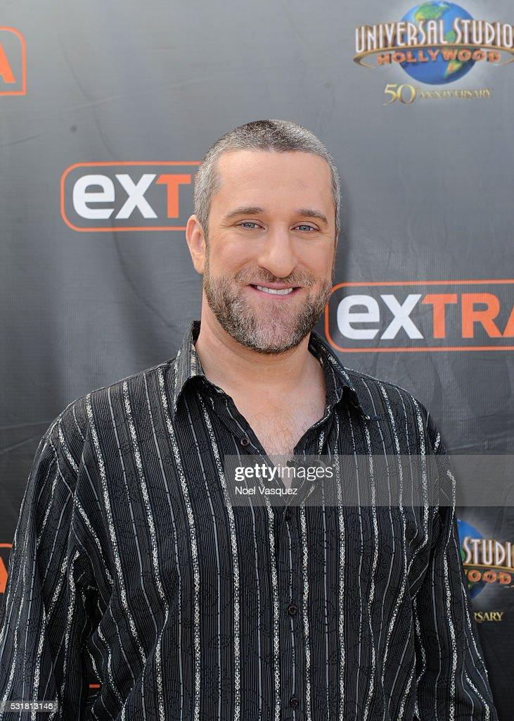 "Dustin Diamond visits ""Extra"" at Universal Studios ..."