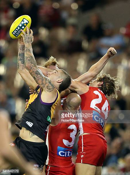 Dustin Martin of the Tigers marks during the round eight AFL match between the Richmond Tigers and the Sydney Swans at Melbourne Cricket Ground on...