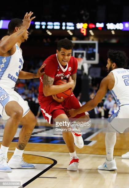 Dustin Thomas of the Arkansas Razorbacks drives to the basket in the second half against the North Carolina Tar Heels during the second round of the...