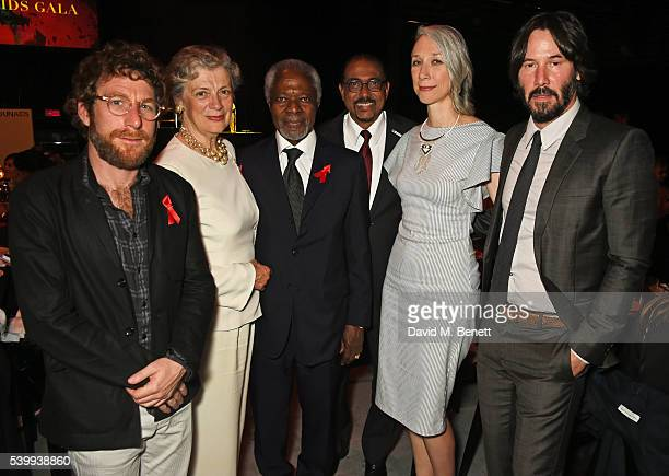 Dustin Yellin Nane Maria Annan Kofi Annan UNAIDS Executive Director Michel Sidibe Alexandra Grant and Keanu Reeves attend the UNAIDS Gala during Art...