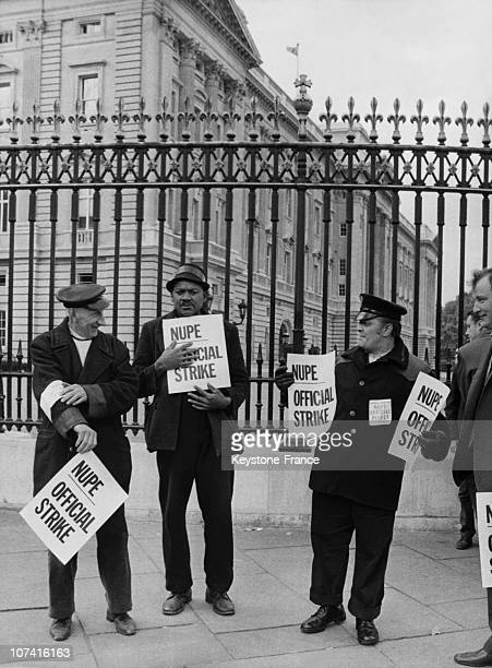 Dustmen On Strike At Buckingham Palace In London On October 1970