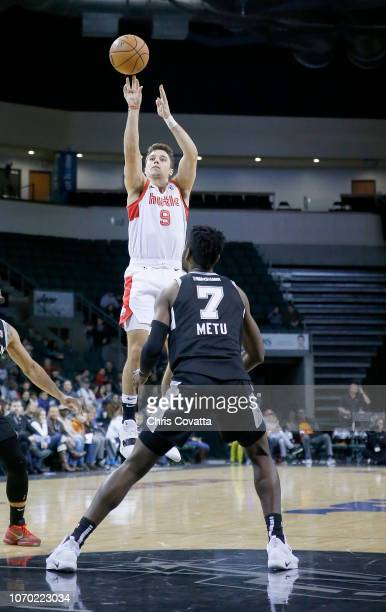 Dusty Hannahs of the Memphis Hustle shoots over Chimezie Metu of the Austin Spurs during a NBA GLeague game on December 8 2018 at the HEB Center At...