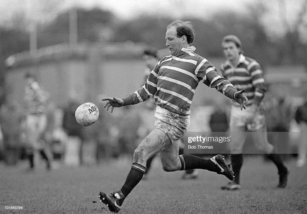 Dusty Hare of Leicester in action against Harlequins during the John Player Special Cup Quarter-final rugby union match held at The Stoop, London on 22nd March 1986. Leicester beat Harlequins 15-8. (Bob Thomas/Getty Images).