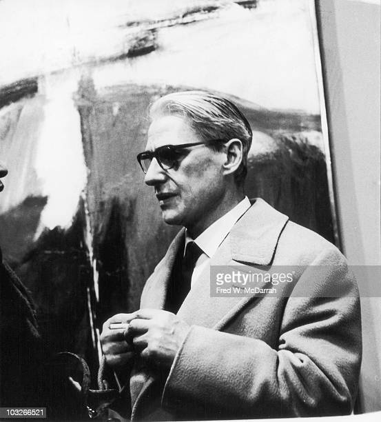 Dutch American artist Willem de Kooning attends a show at the Sidney Janis Gallery New York New York March 7 1960 The show featured works by Franz...