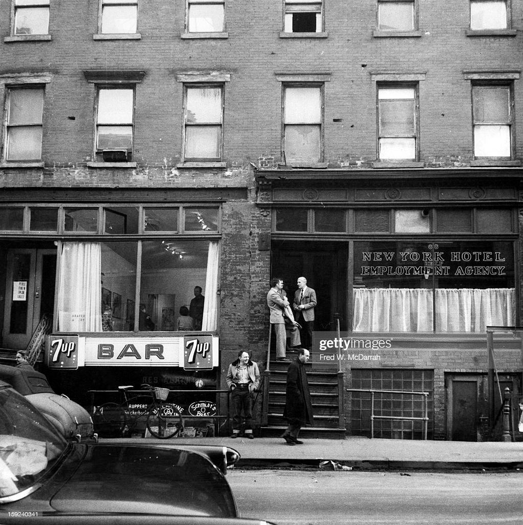 Clad & De Kooning On 10th Street : News Photo