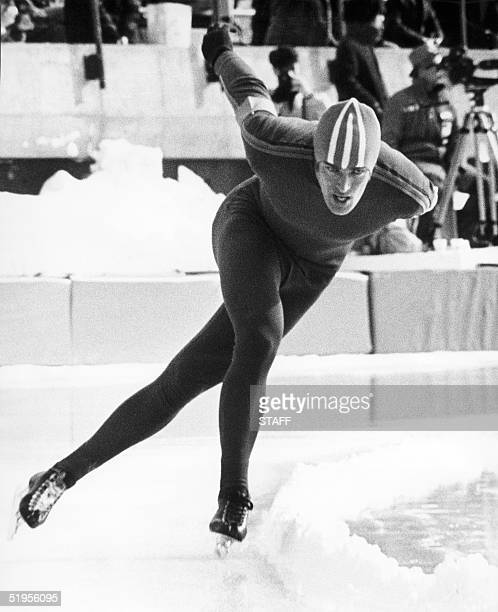 Dutch Ard Schenk skates around the curve on his way to a gold medal in the men's 10000m speed skating event 07 February 1972 in Sapporo at the Winter...