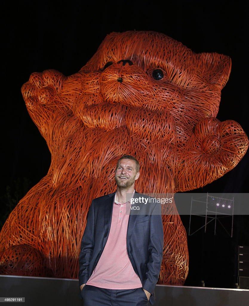 Dutch Artist Florentijn Hofman Visits Shanghai
