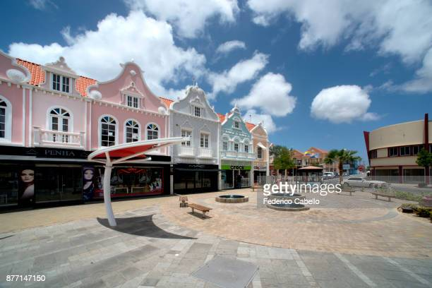 dutch colonial architecture in aruba - oranjestad stockfoto's en -beelden