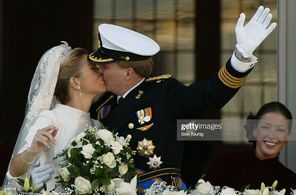 Dutch Crown Prince Willem Alexander and his new bride Crown Princess Maxima Zorreguieta kiss after their wedding February 2, 2002 on the balcony of the Royal Palace in Amsterdam, Holland.