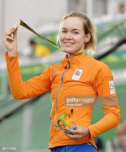 Dutch cyclist Anna Van der Breggen shows off her gold medal after winning the women's cycling road race at the Rio de Janeiro Olympics on Aug 7 2016
